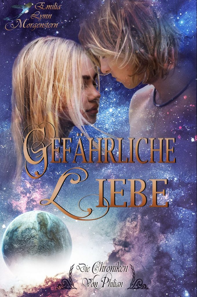 """Cover zu """"Gefährliche Liebe"""" Die Chroniken von Philian Band 3 von Emilia Lynn Morgenstern High-Fantasy für Erwachsene. Links oben ist eine junge blonde Frau zu sehen, die genieserisch die Augen schließt. Stirn an Stirn steht sie mit einem blonden jungen Mann da, der etwa schulterlange Haare hat und die Augen ebenfalls geschlossen hält. Zwischen den beiden ist eine große Vertrautheit spürbar. Links unten driftet ein blauer Planet aus einem mit weißen Nebel gefülltem Loch. Ringsum sind farbige Sternennebel zu sehen."""